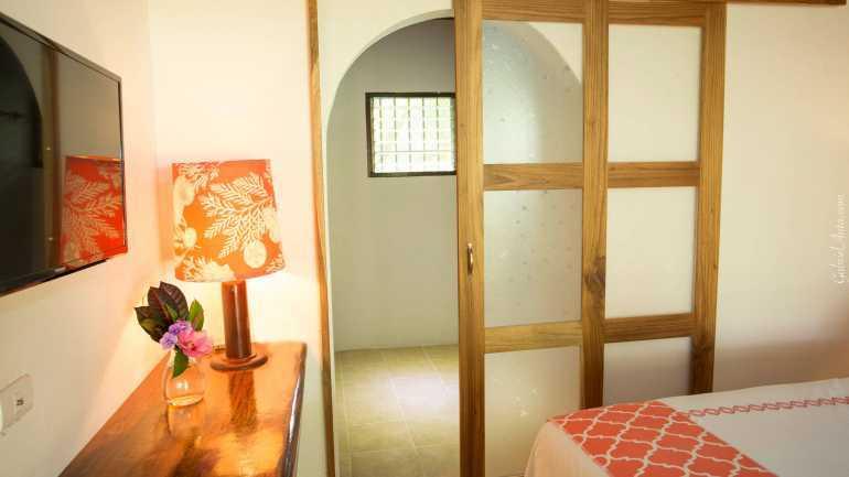 Habitación Deluxe King Bed con aire acondicionado